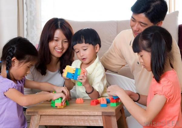 Chơi với con và 4 điều không phải cha mẹ nào cũng biết