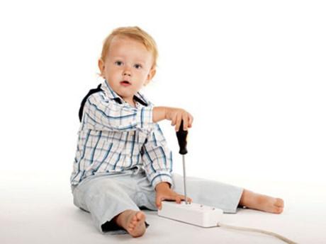 Những kỹ năng sử dụng điện an toàn bố mẹ cần dạy cho trẻ khi còn nhỏ